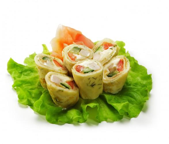 Блинные роллы с курицей и овощами
