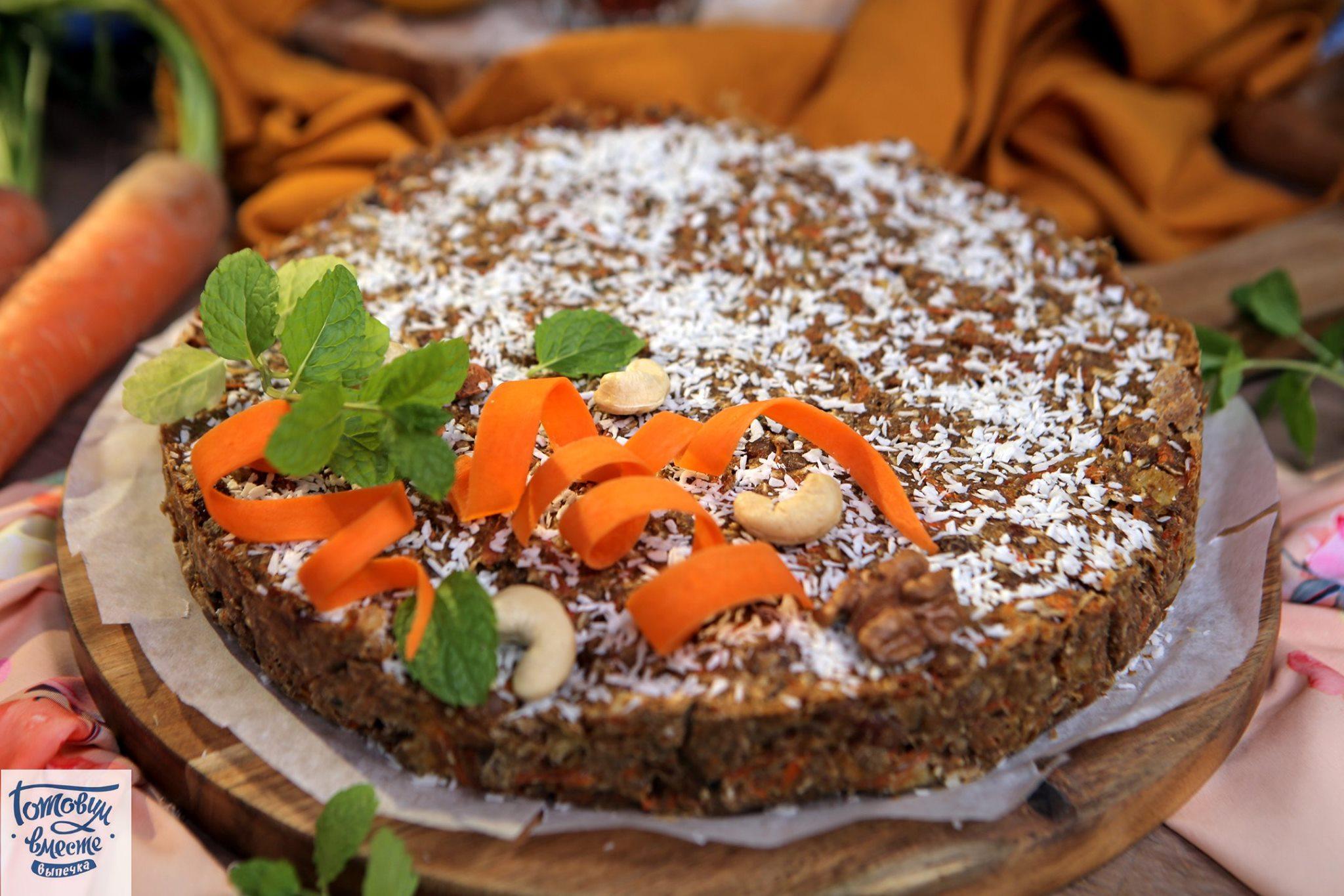 Морковный пирог с ананасом и орехами