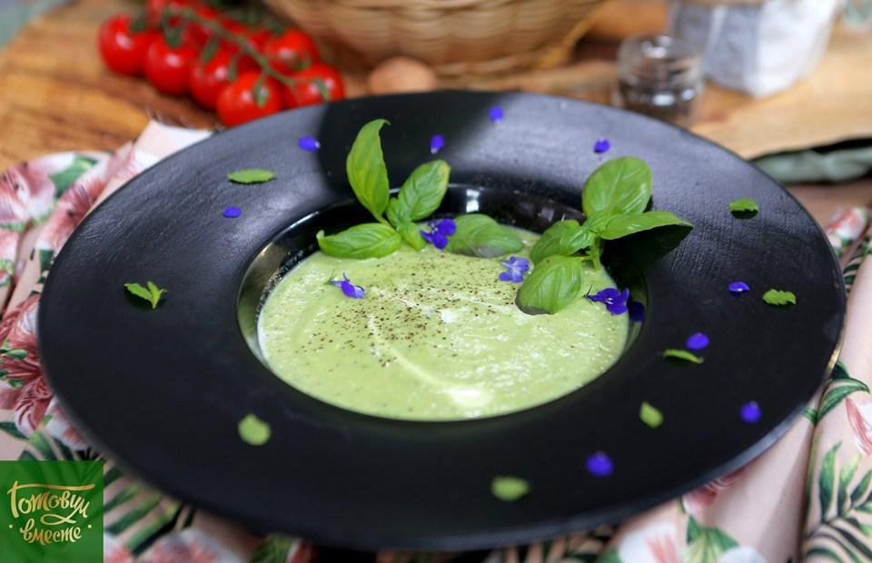 Суп из кабачков и базилика