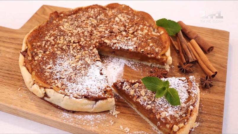 Пирог с яблоками и сгущенным молоком
