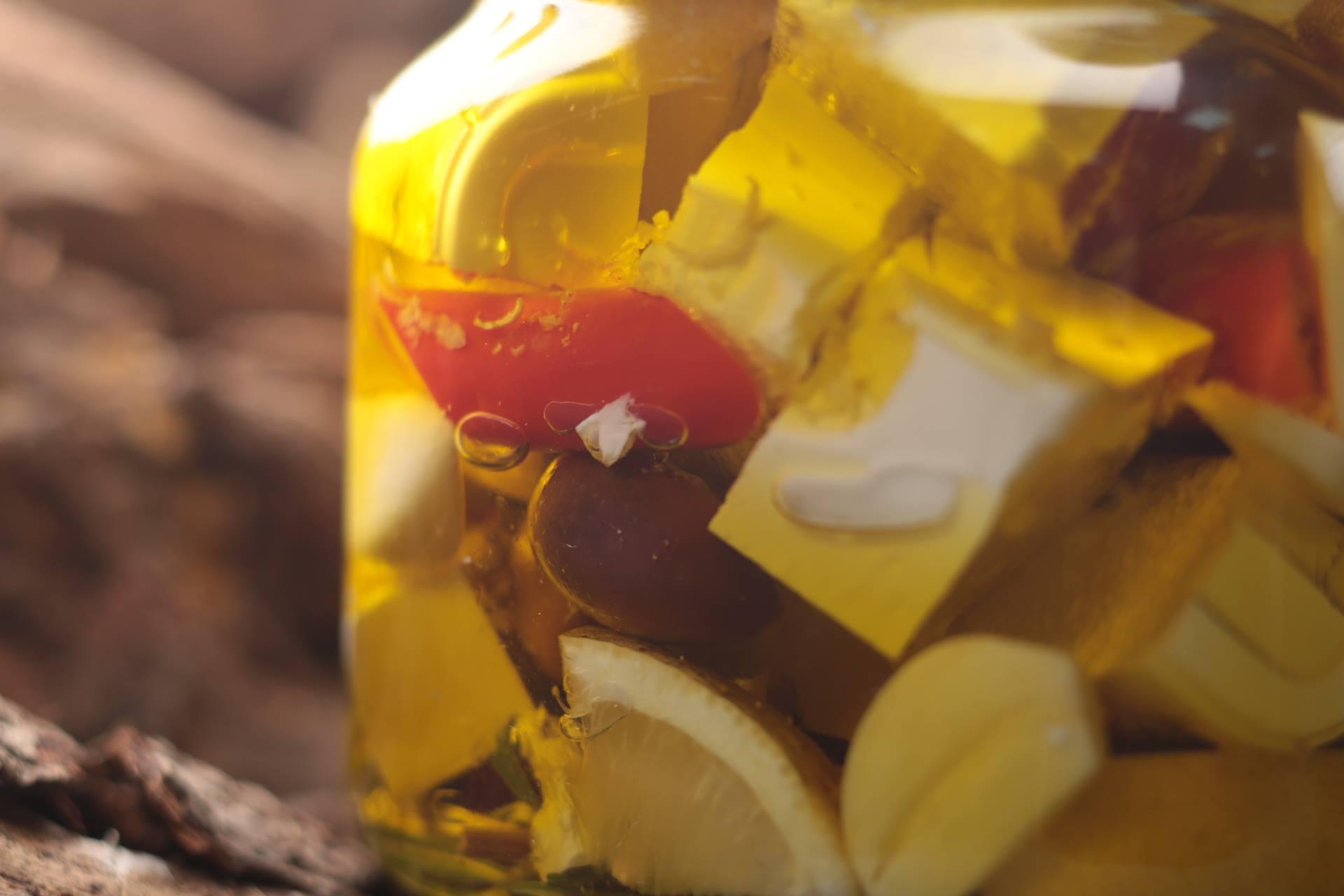 Маринованная фета в остром масле