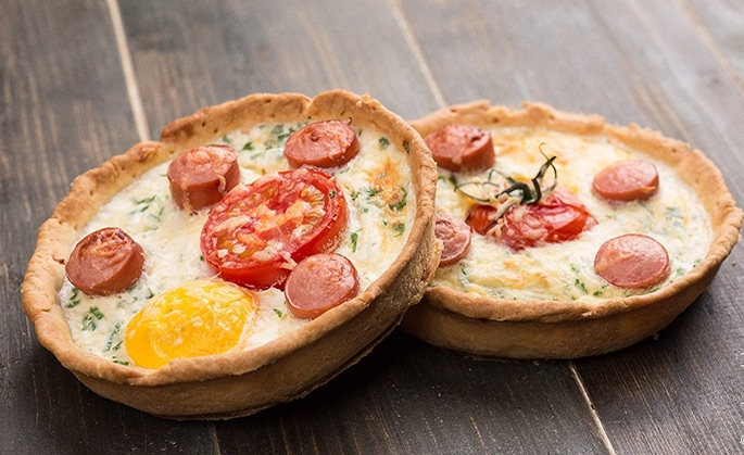 Киш с сосисками и сыром