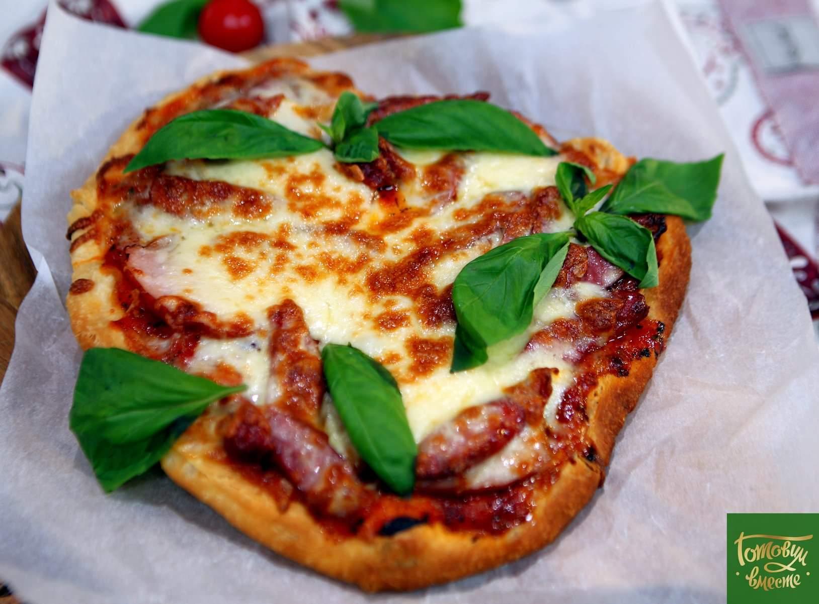 Дип-фрай пицца с копченостями и моцареллой