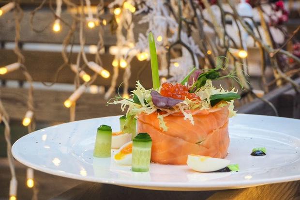 Салат оливье с подкопченным лососем