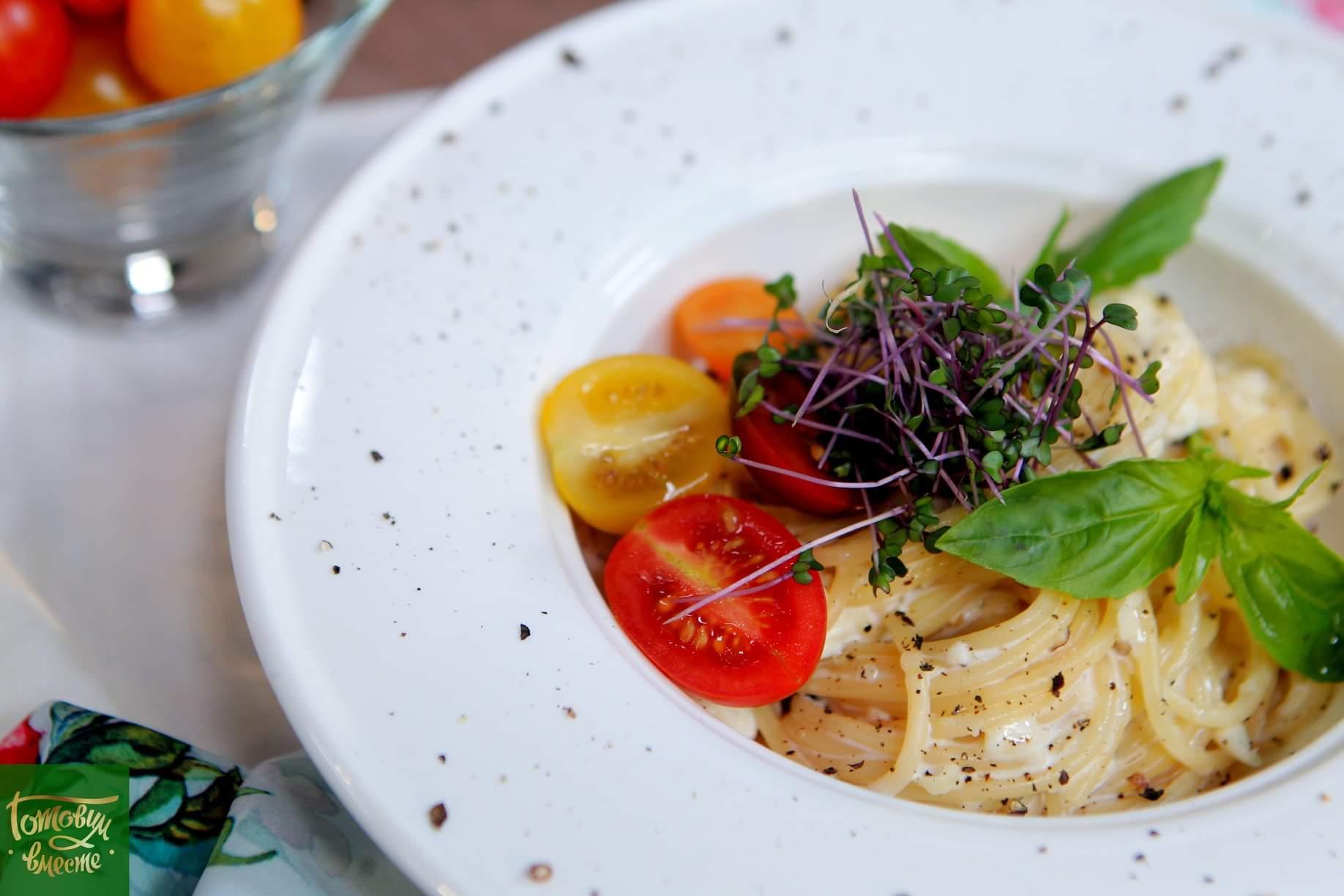 Спагетти с творогом и брынзой