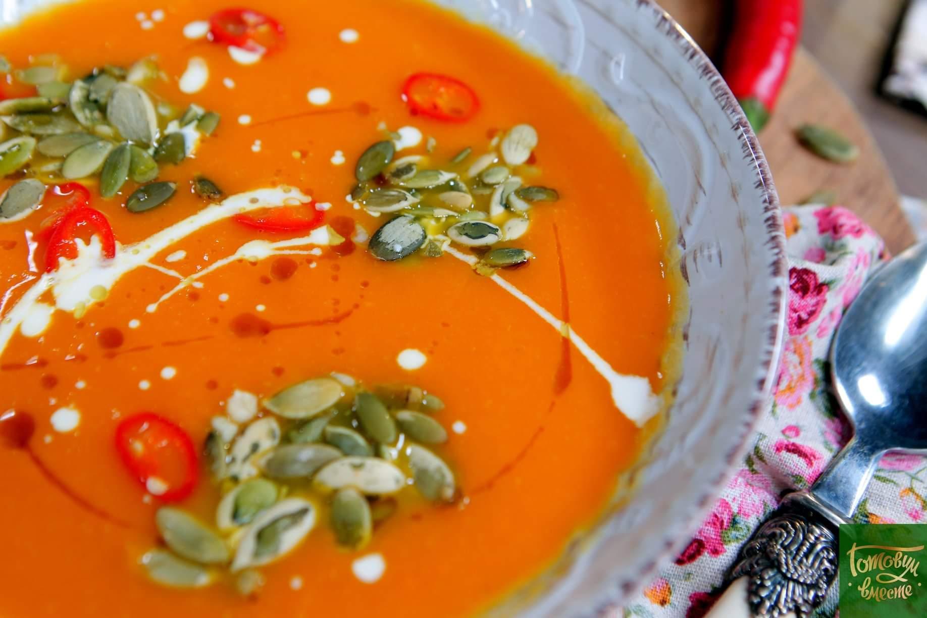 Крем-суп из печеной тыквы с имбирем