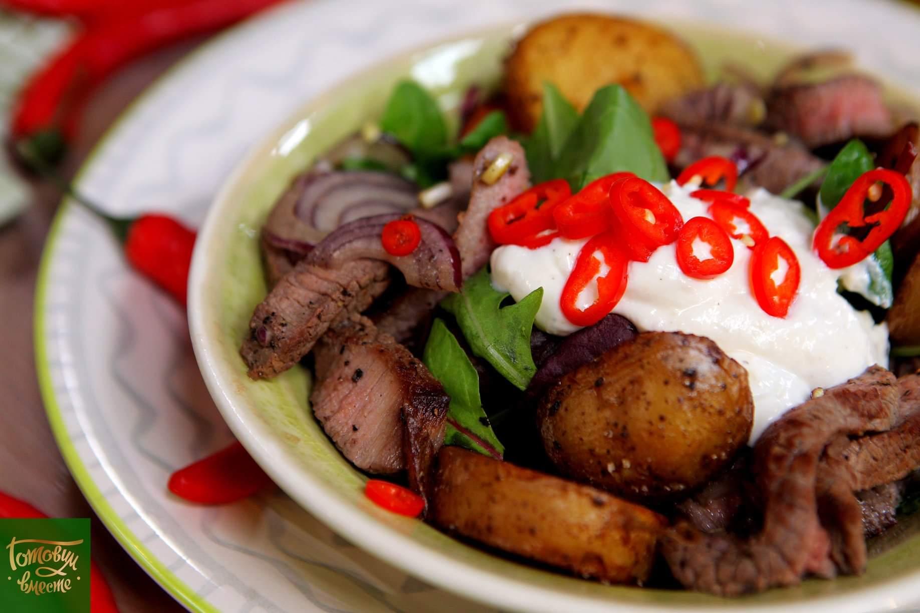 Теплый салат с говядиной и картофелем