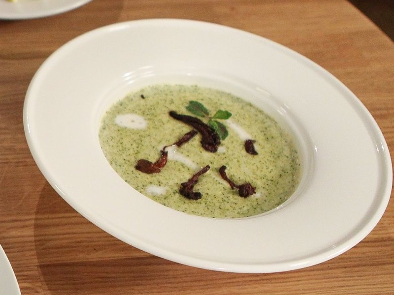 Крем-суп с брокколи и лисичками