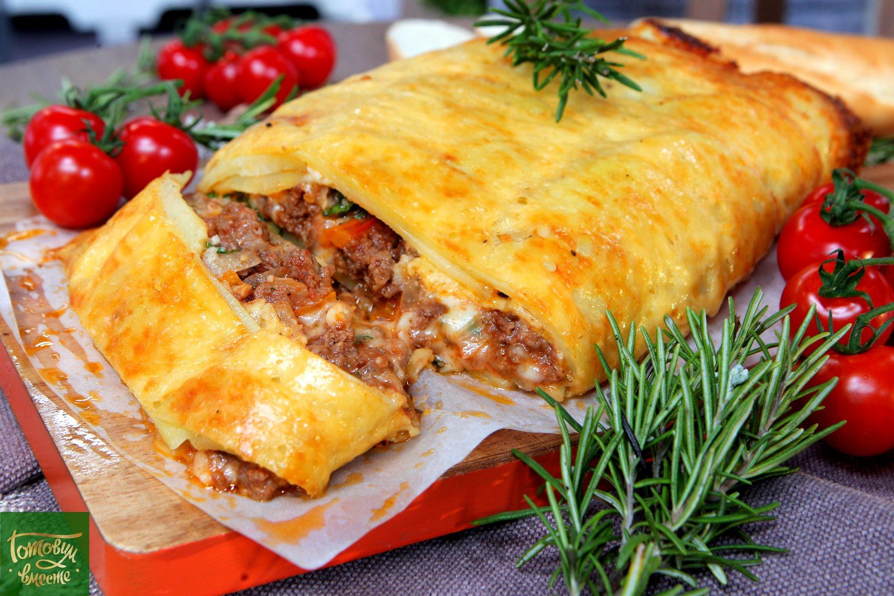 Картофельный рулет с говядиной и сыром моцарелла