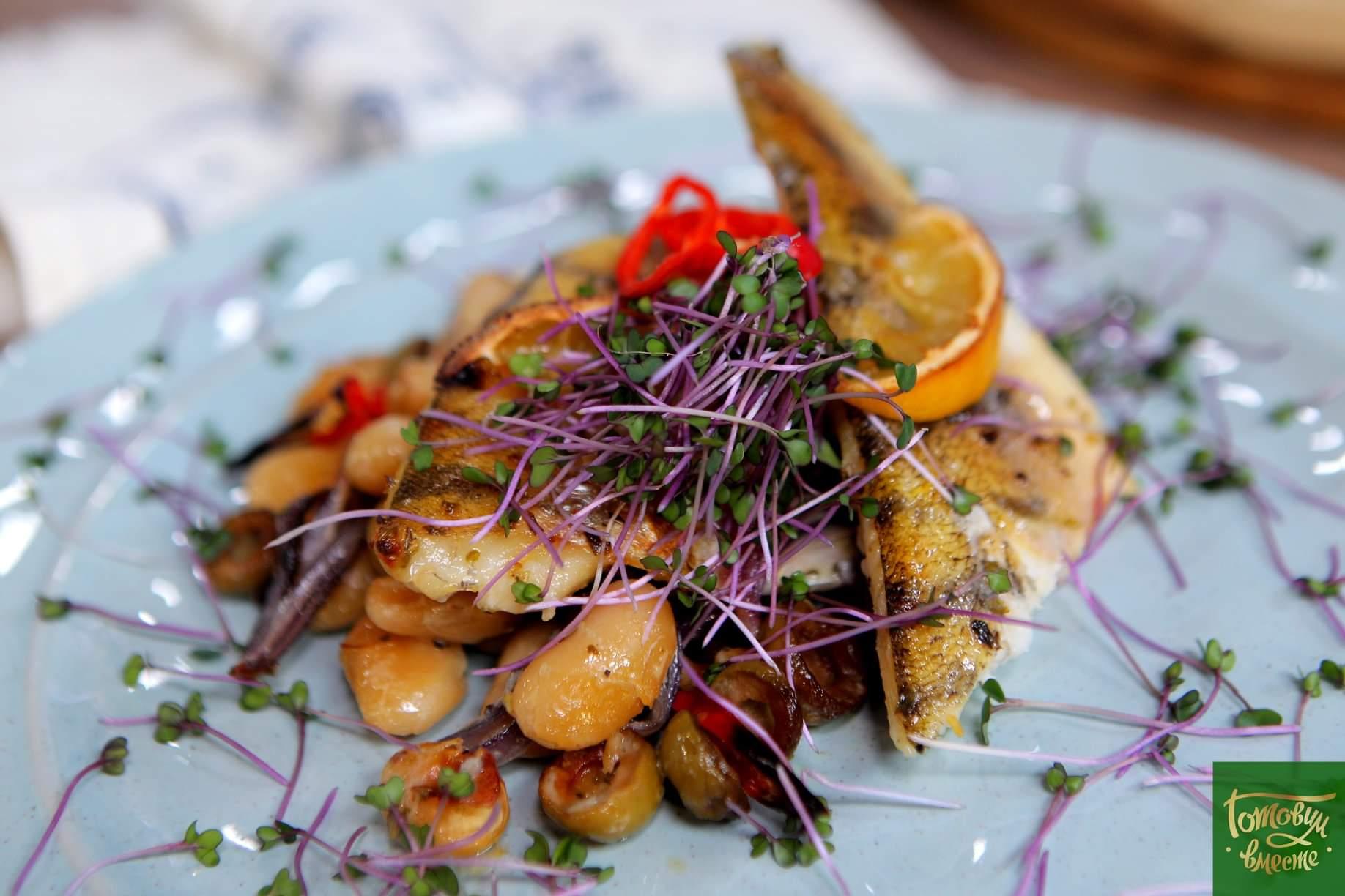 Запеченная рыба с белой фасолью