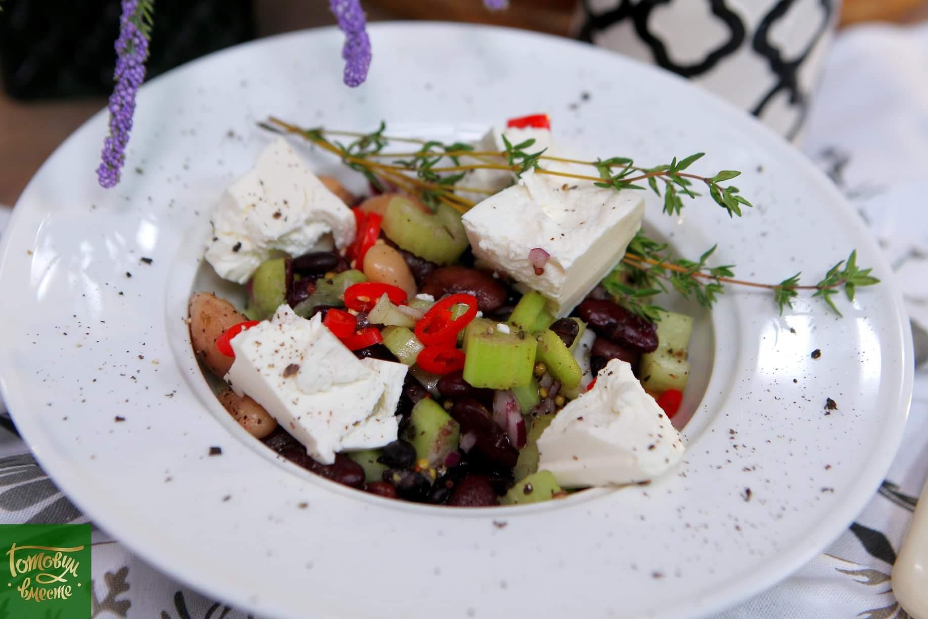 Салат из маринованной фасоли