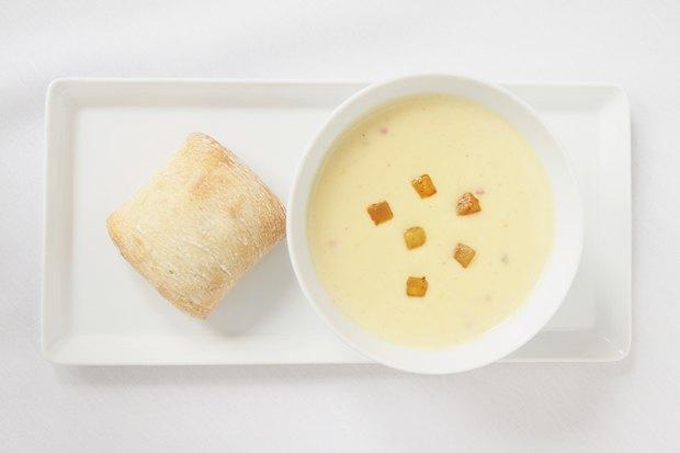 Суп-пюре из пастернака с кедровыми орешками
