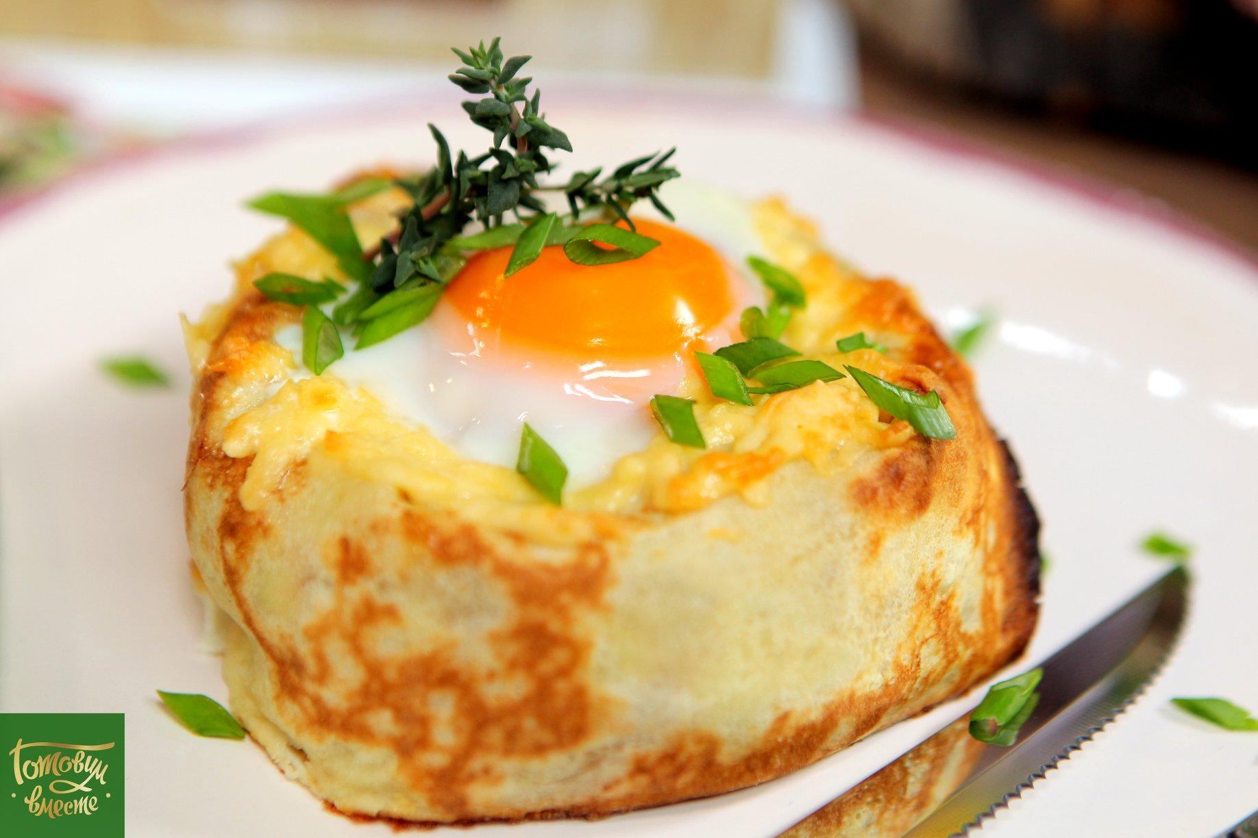 Фаршированные блины с яйцом и сыром