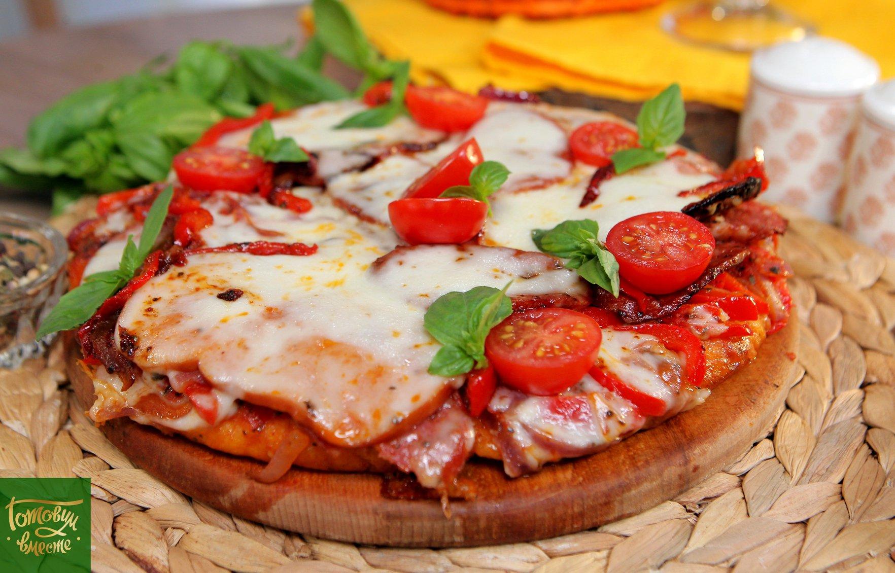 Перевернутая мясная пицца