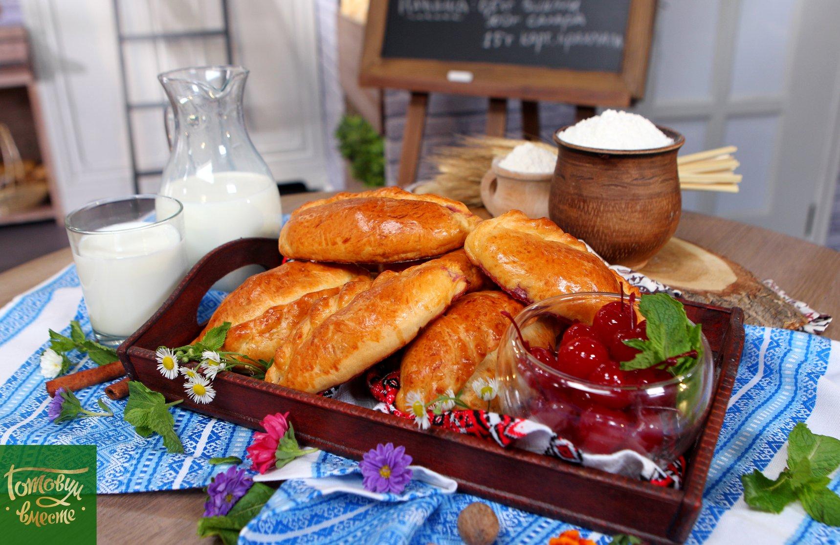 Бабушкины пирожки с вишней