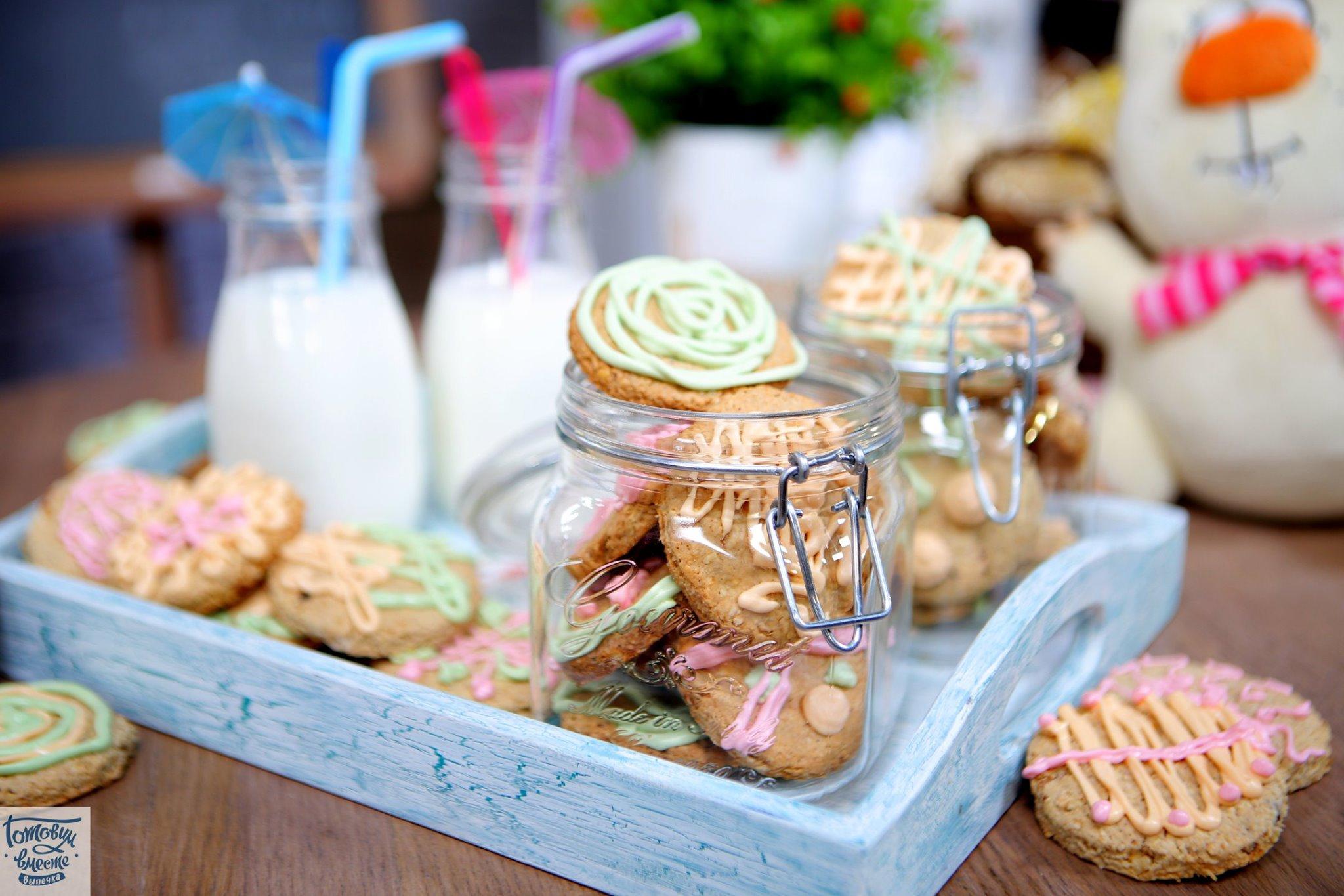 Овсяное печенье с цветной глазурью