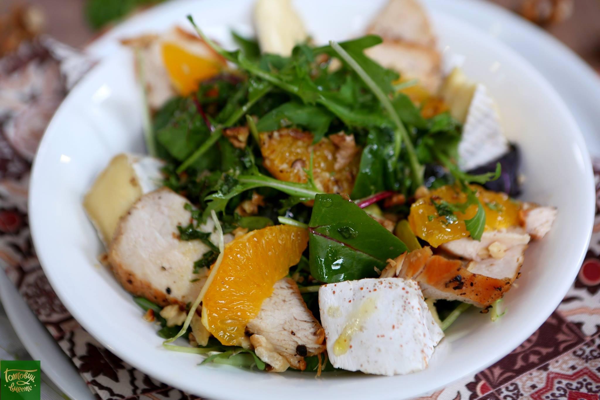 Куриный салат по французски с сыром Бри