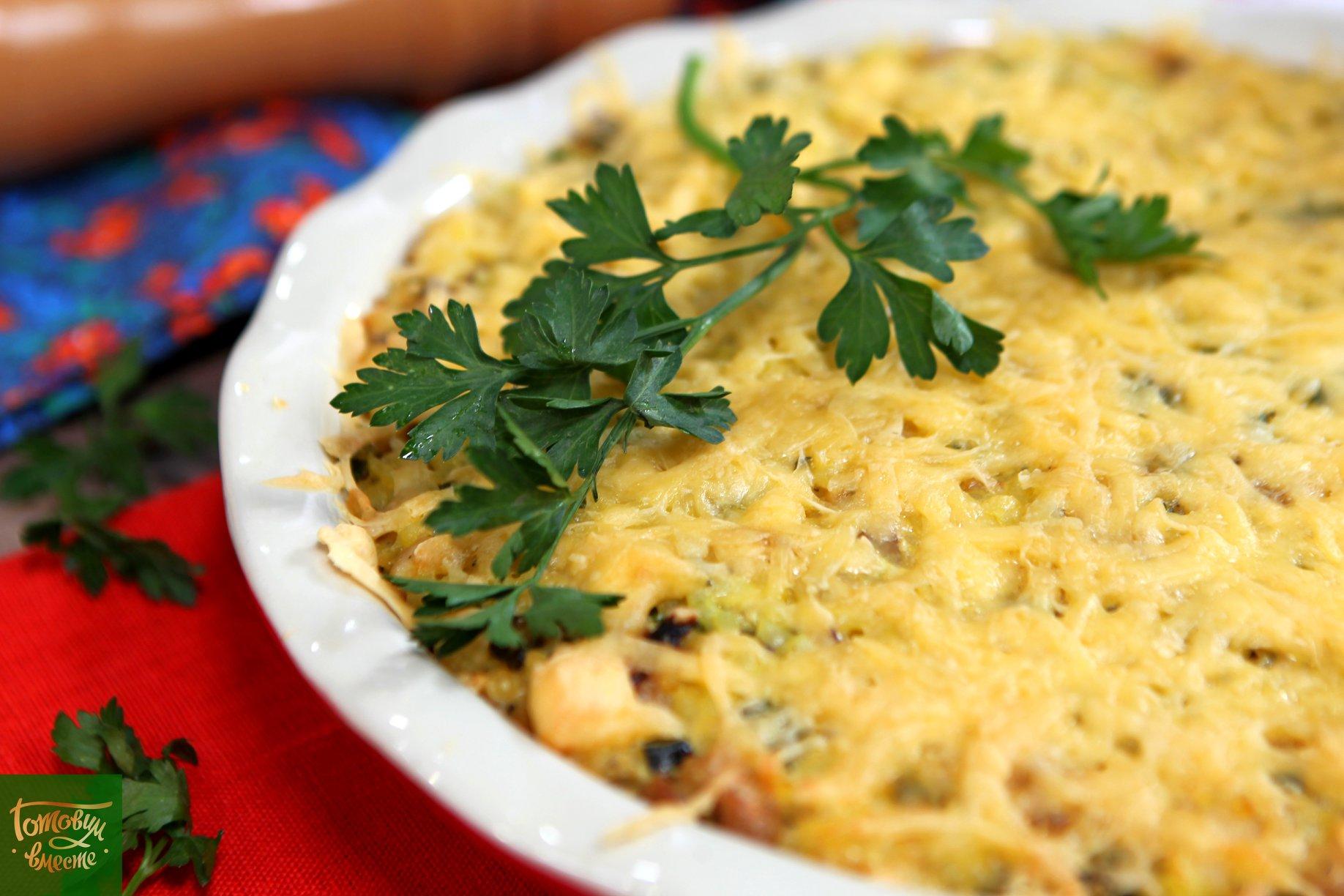 Рисовая запеканка с курицей, цукини и сыром