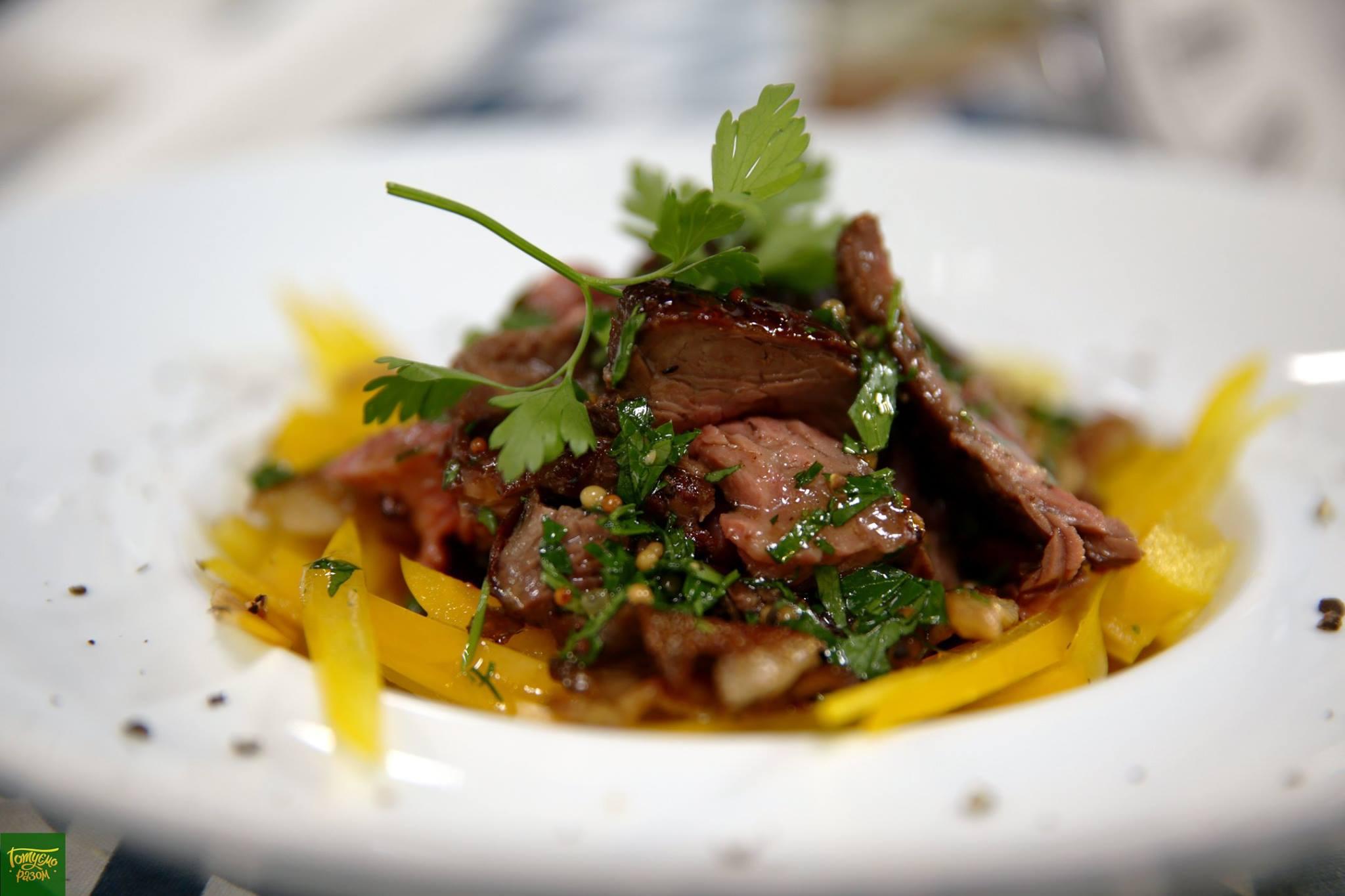 Стейк-салат с вешенками и соусом Винегрет