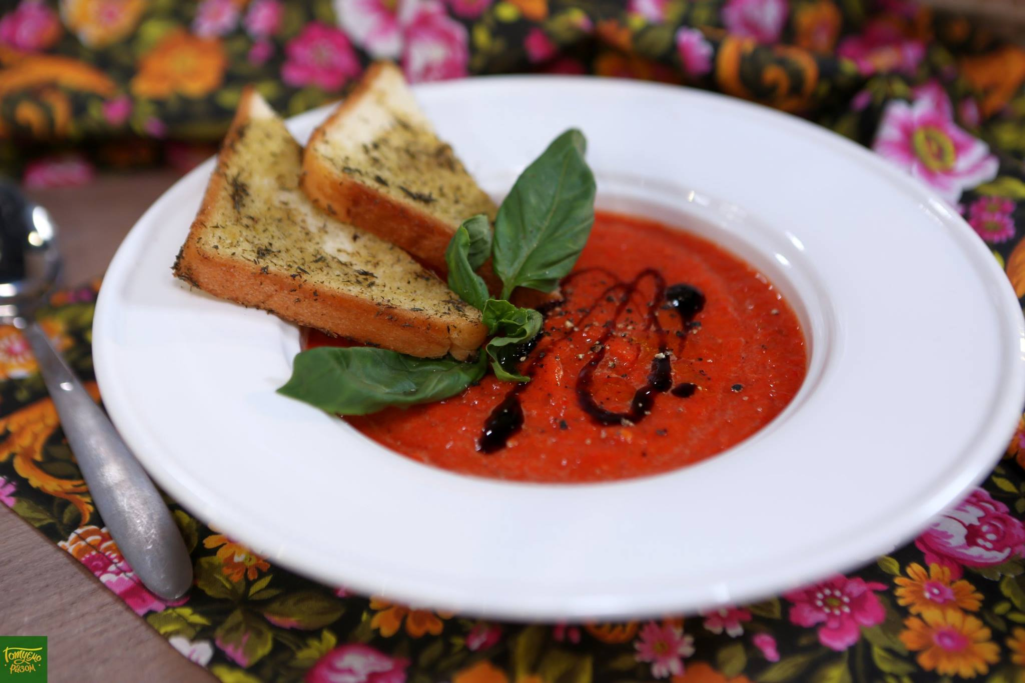 Холодный суп из томатов и печеного перца