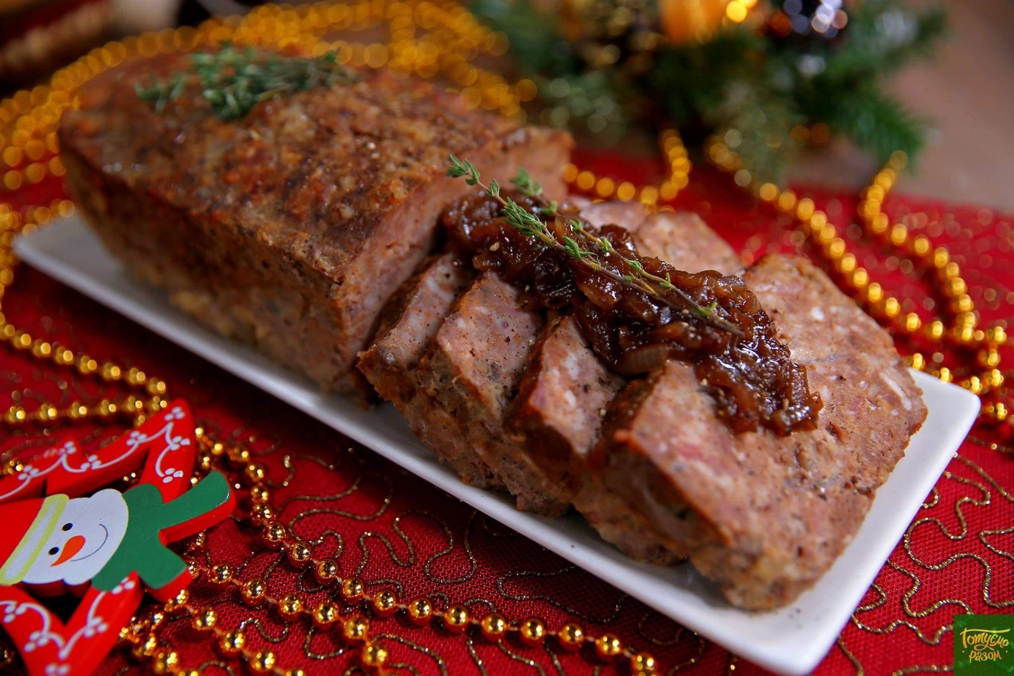 Мясной хлеб с карамелизированным луком