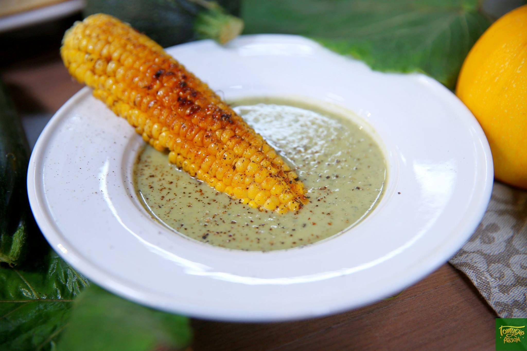 Суп из цукини с лопухом и кукурузой-гриль