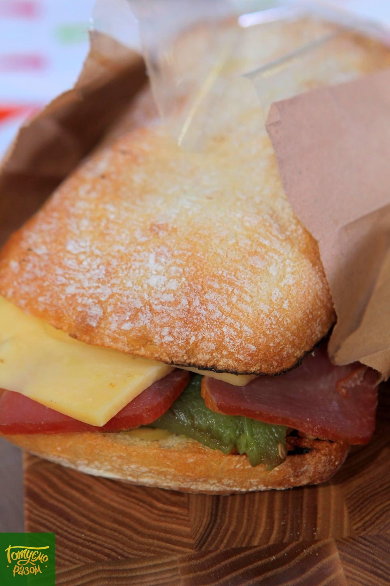 Сэндвичи с печеным перцем и балыком