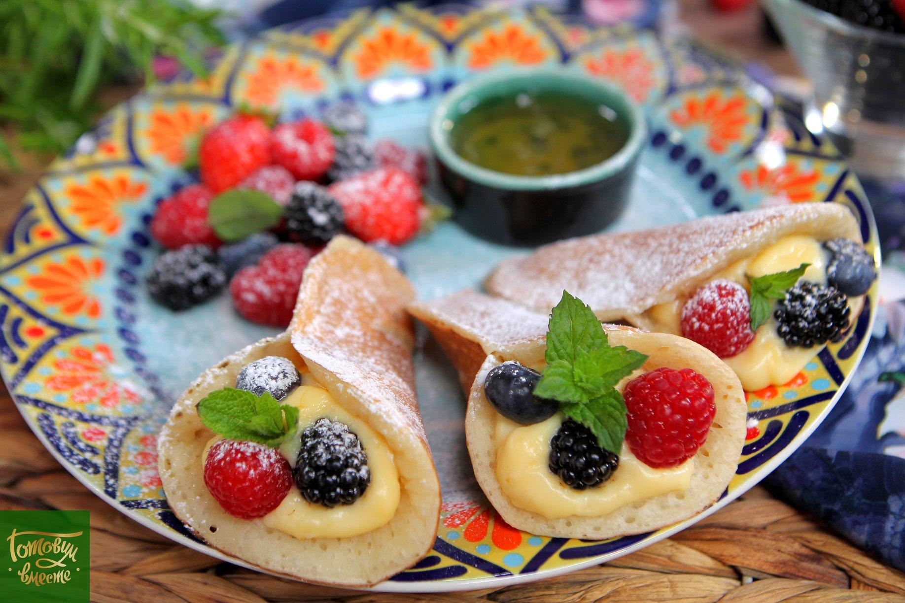 Блинчики катаеф с заварным кремом и ягодами