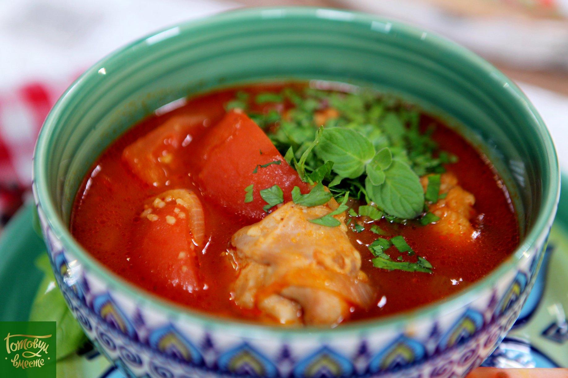 Томатный суп с курицей и кускусом