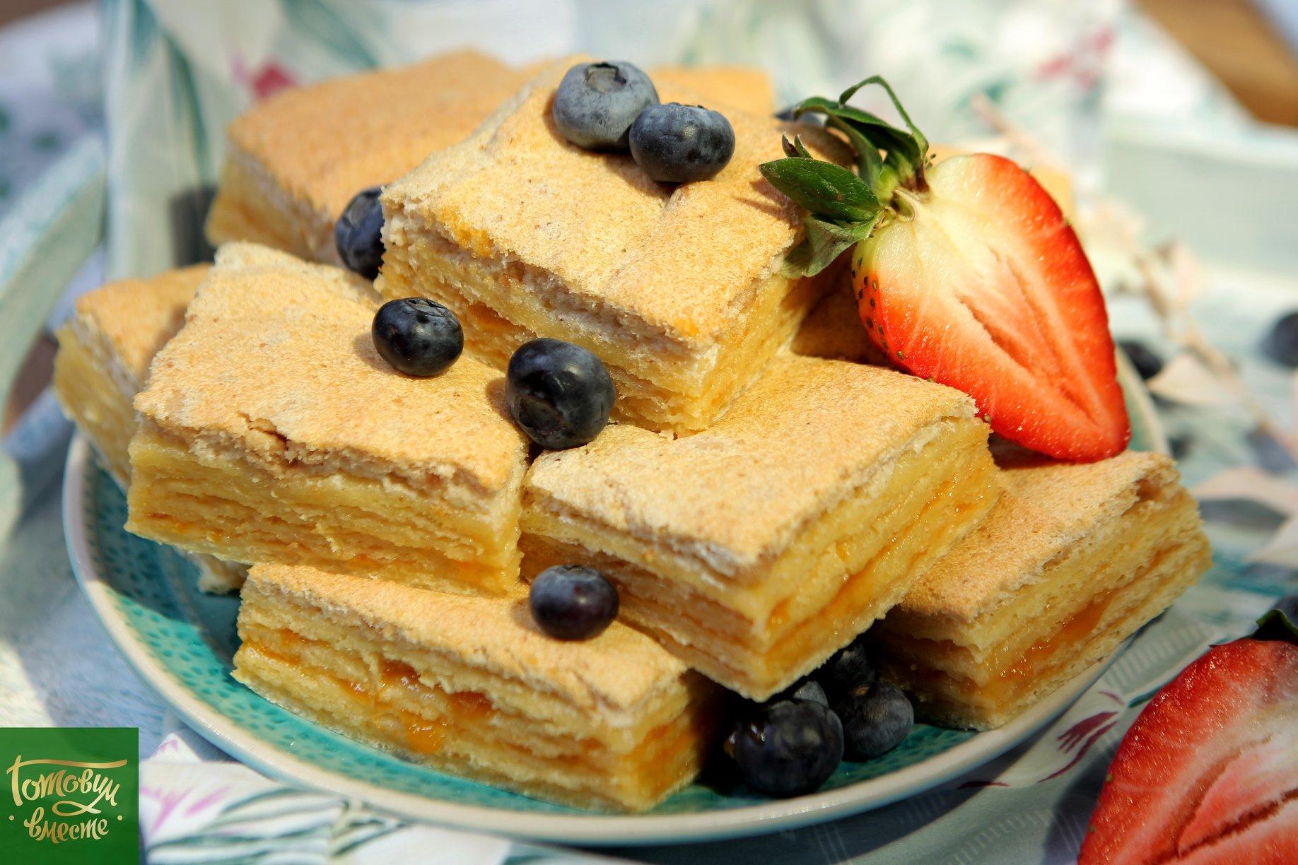Пирог-пирожное с абрикосовым джемом