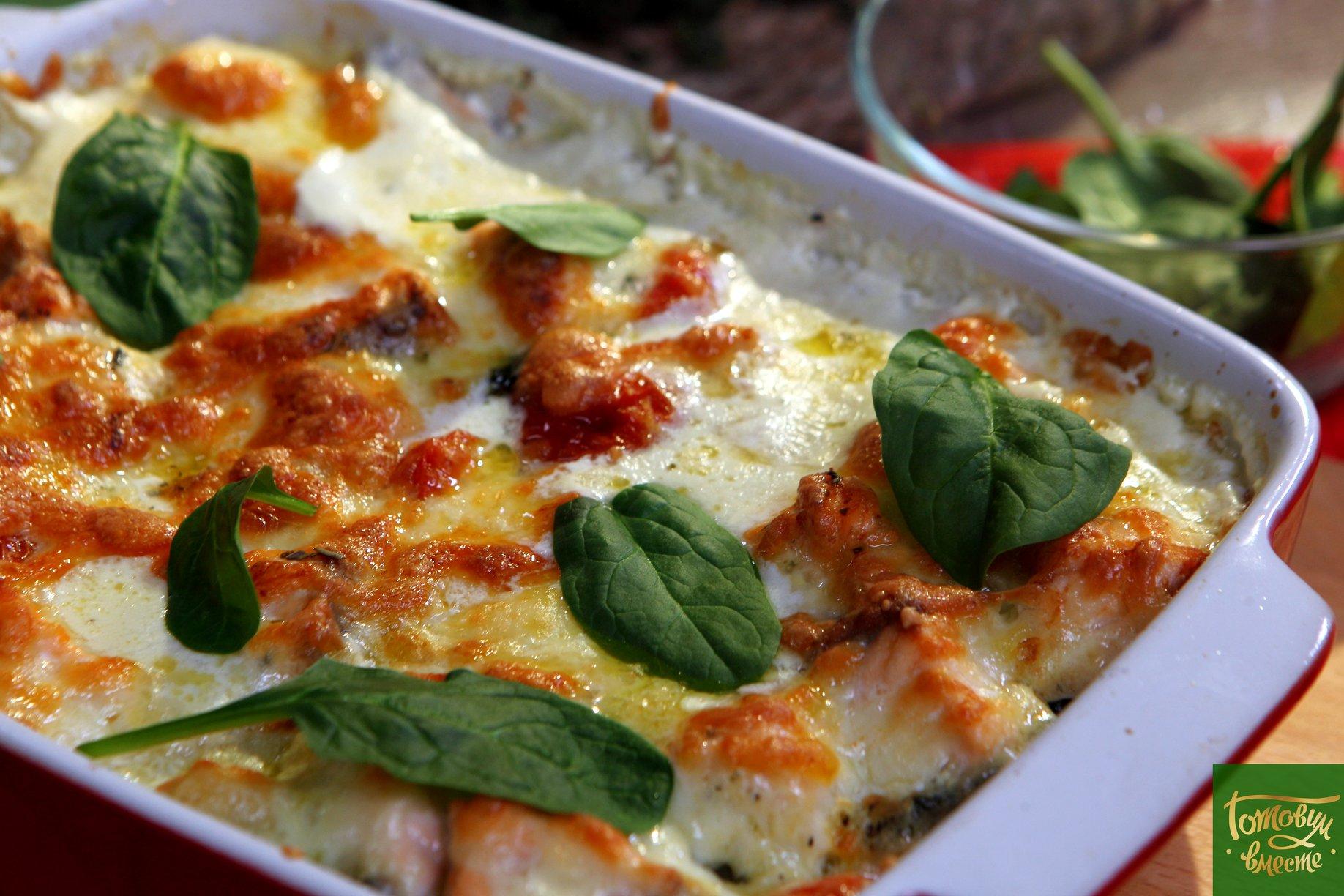 Ньокки из цветной капусты с лососем и помидорами черри