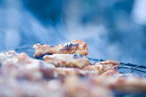 Крылышки Баффало с соусом и сельдереем