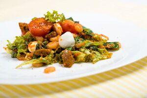 Салат с перцем и креветками