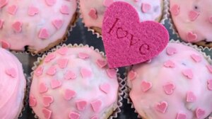 Пасхальные розовые кексики