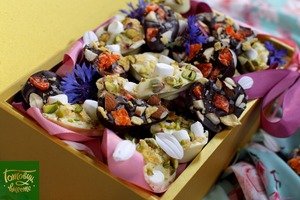 Шоколадные конфеты из черного и белого шоколада