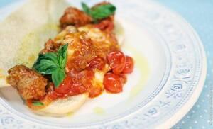 Фрикадельки в томатном соусе с моцареллой