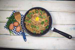 Яичница по-аджарски с орехами и шафраном