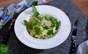 Салат из говяжьего языка с красной фасолью и соусом Ремулад