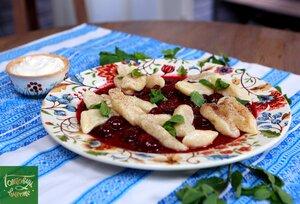 Творожные галушки с вишней