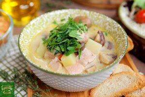 Сырный суп с индейкой и грибами