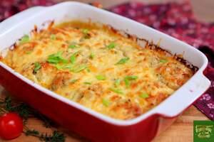 Куриные фрикадельки в луковом соусе с сыром