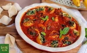 Конкильони со шпинатом и кус-кусом в томатном соусе