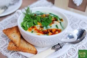Рисовый суп с курицей и пряным чесночным маслом