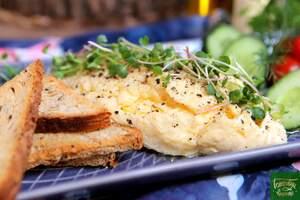 Отварной омлет с сыром чеддер