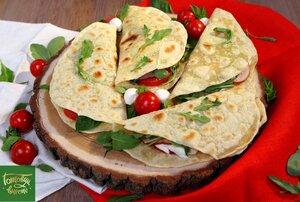 Итальянский завтрак - пьядины с ветчиной, томатами и сыром