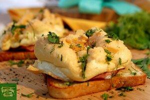 Американский завтрак - яичные облака с ветчиной и тостовым хлебом