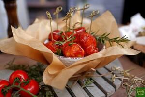 Рыбные тефтели с крабовыми палочками в томатном соусе