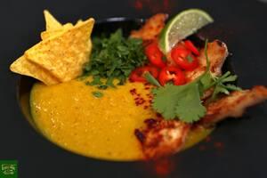 Мексиканский кукурузный суп с куриным филе