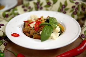 Паста фузили с индейкой, брокколи, шпинатом и брынзой