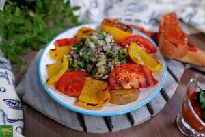 Французский салат Де Пешер с соусом Руй